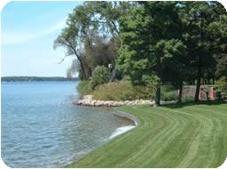 Photo Lakeside lawn